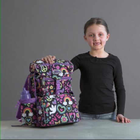 Emilja is showing interior design and functionality in JEVA BEGINNERS schoolbag