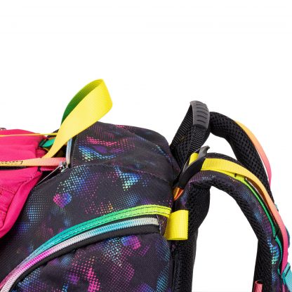 the schoolbag can be adjusted on the straps