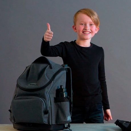 """Our """"schoolbag expert"""" Tristan tells about all the things you get in a JEVA U-TURN schoolbag"""